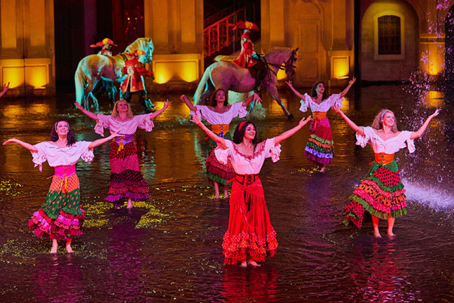 Dancing on the flooded stage - Mousquetaire de Richelieu show Puy du Fou